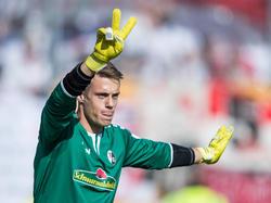 Alexander Schwolow bleibt dem SC Freiburg weiter erhalten
