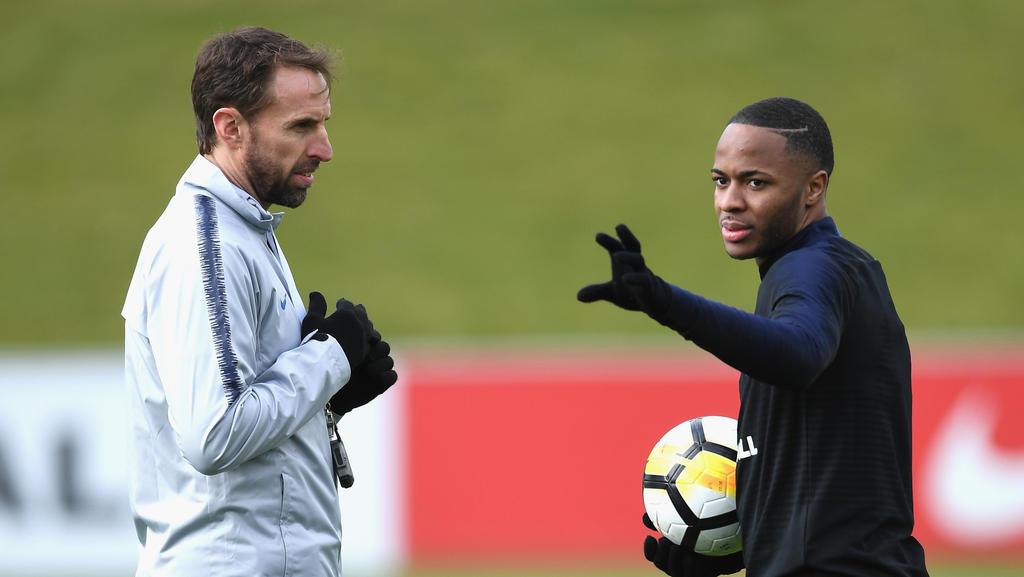Raheem Sterling (r.) von Manchester City muss in der englischen Nationalmannschaft aussetzen