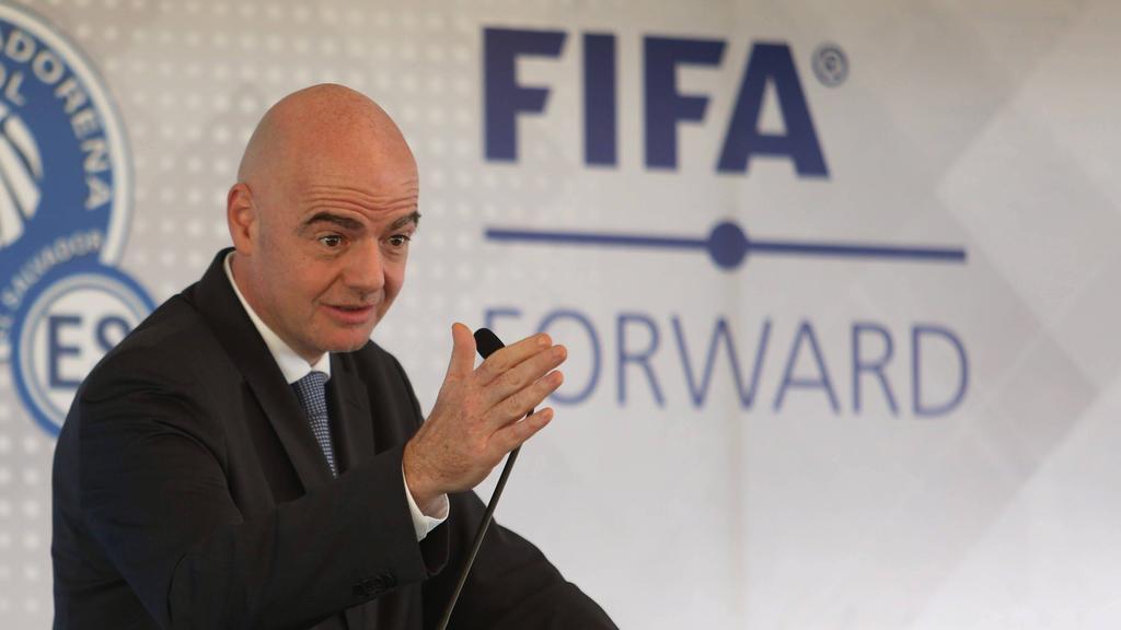 FIFA老板看着冠状病毒危机后,足球改革