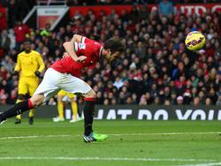 Mit einem schönen Kopfball markiert Uniteds Mata das vorentscheidende 2:0 gegen Liverpool