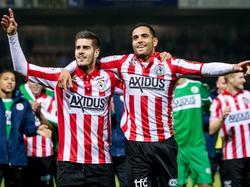 Loris Brogno (l.) en Zakaria el Azzouzi (r.) vieren de bekeroverwinning van Sparta Rotterdam tegen PSV. Het wordt 3-1 op Het Kasteel. (25-10-2016)