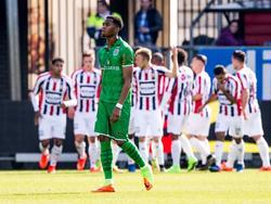Kingsley Ehizibue kan niet geloven dat zijn ploeg op achterstand is gekomen tegen Willem II. (12-03-2017)