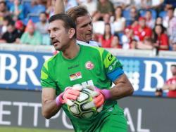 Rustu Recber con la camiseta de la selección otomana.