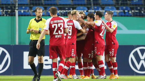 Der SC Freiburg zitterte sich in die 2. Runde des DFB-Pokals