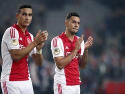 Aanvallers Anwar El Ghazi (l.) en Ricardo Kishna bedanken het publiek na de overwinning van Ajax op FC Twente. (15-02-2015).
