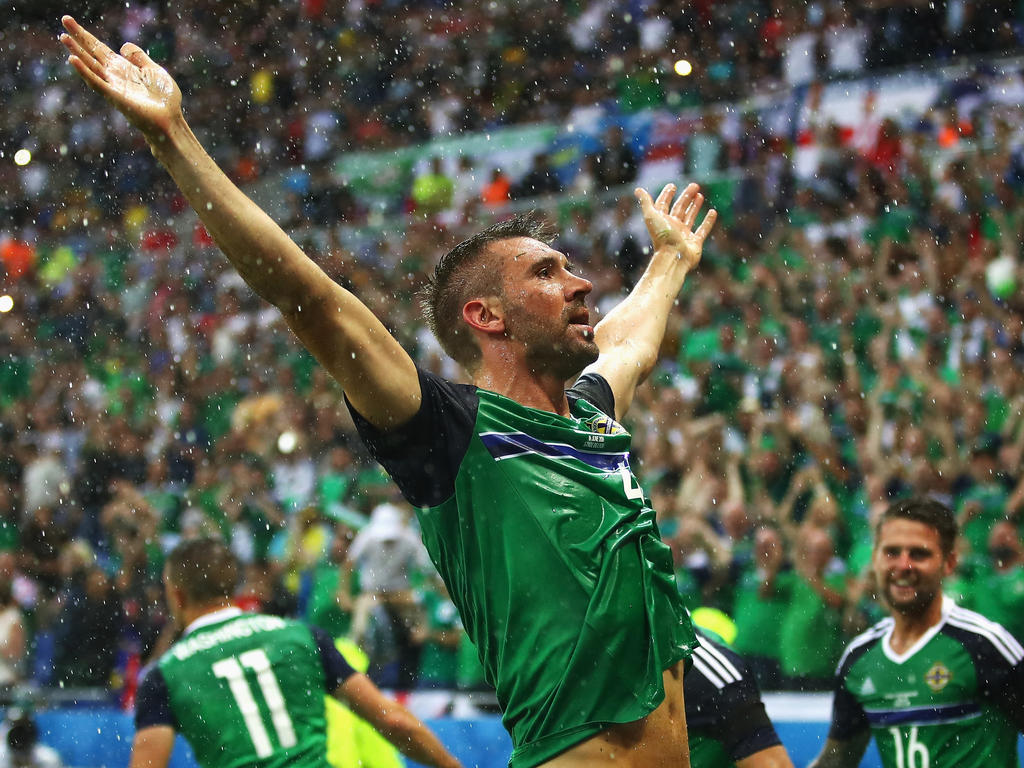 Triumphator im Regen: Gareth McAuley erzielt Nordirlands erstes EM-Tor