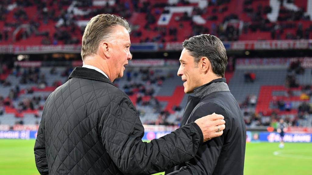 Louis van Gaal (l.) im Gespräch mit Bayern-Coach Niko Kovac