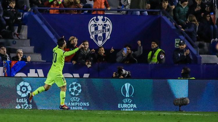 Messi celebra su triplete en el Ciudad de Valencia. (Foto: Imago)