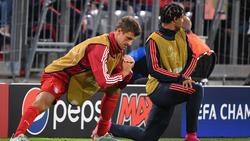 Thomas Müller (l.) spielt beim FC Bayern nur ungerne auf dem Flügel