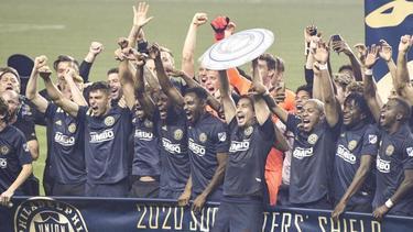 Spieler, Trainer und Mitarbeiter der Philadelphia Union feiern den Gewinn der Eastern Conference