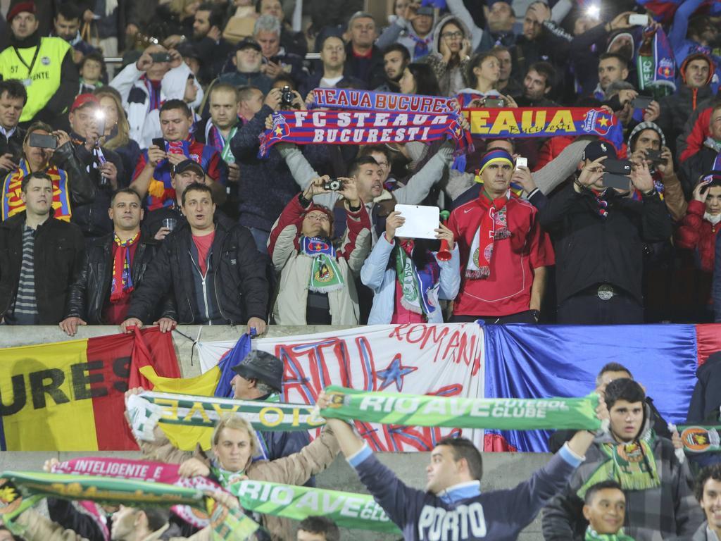 Hinchas del Steaua de Bucarest en un duelo de Europa League. (Foto: Getty)