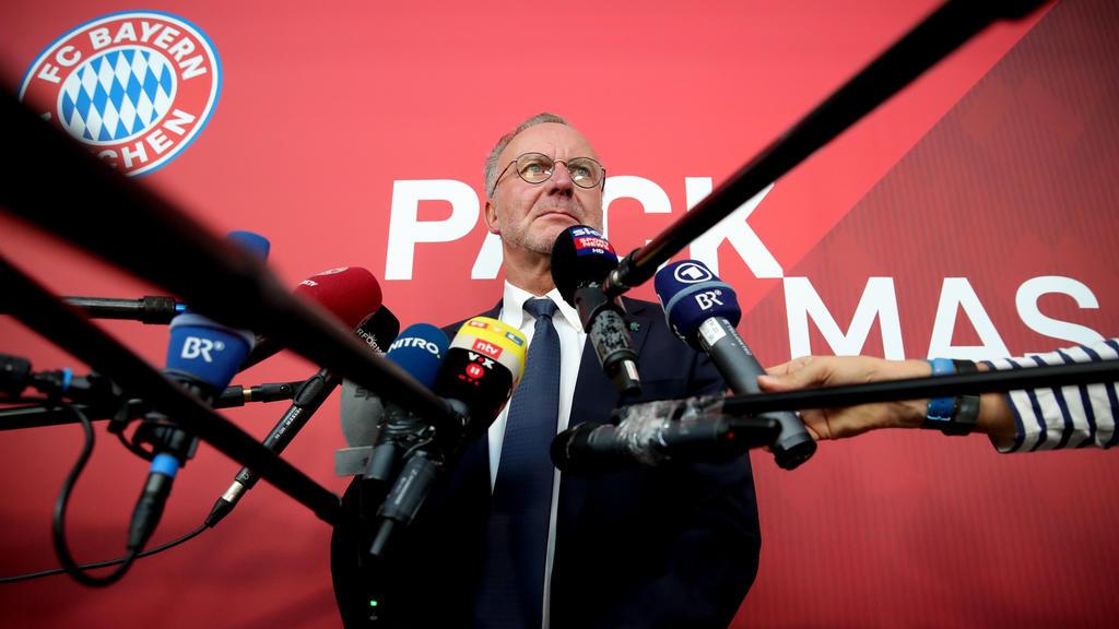 Bayern-Boss Karl-Heinz Rummenigge am Montag vor dem Abflug nach Athen