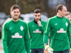 Petsos (Mitte) ist einer von fünf Streichkandidaten des SV Werder Bremen