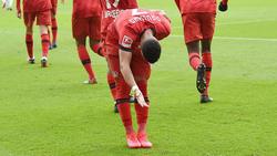 Doppelpacker Paulinho verbeugt sich vor den Fans von Bayer Leverkusen