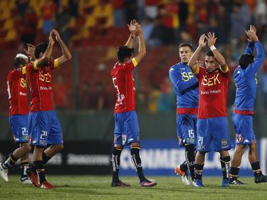 Unión Española celebra su pase tras el 2-0 ante su público. (Foto: Imago)