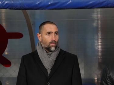Karabükspor-trainer Igor Tudor kijkt vanaf de zijkant toe tijdens het competitieduel Karabükspor - Galatasaray (21-01-2017).