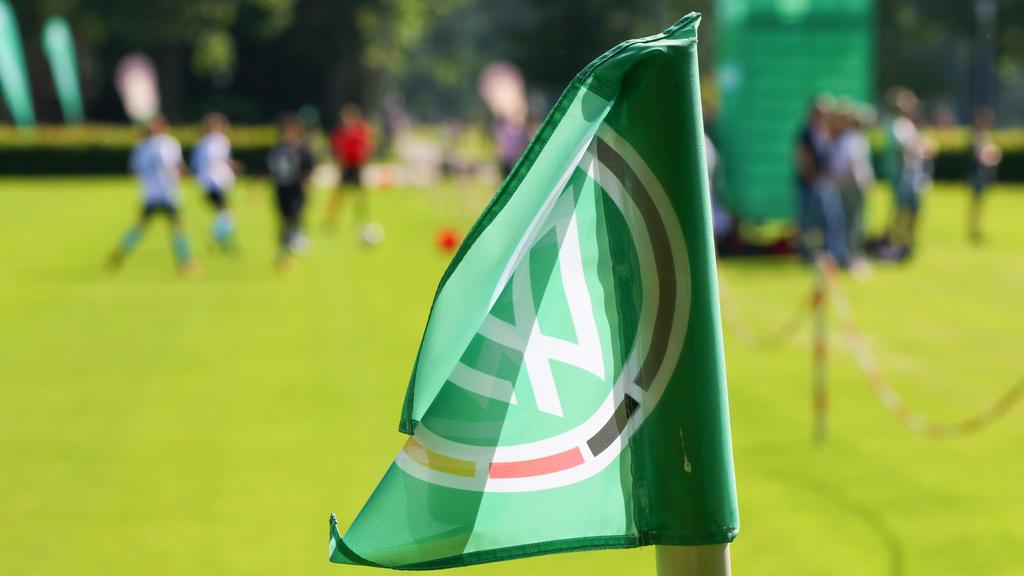 Drei Kreisliga-Klubs müssen sich wegen eines Militärgrußes ihrer Spieler vor Gericht verantworten
