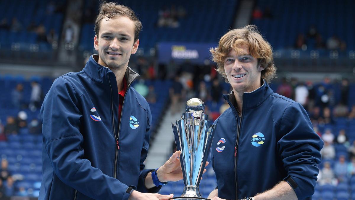 Daniil Medvedev und Andrey Rublev (r.) siegten in Melbourne