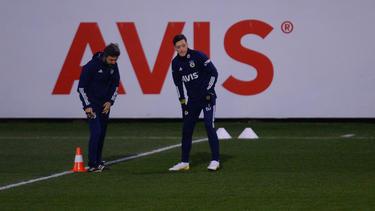 Mesut Özil feierte sein Debüt für Fenerbahce