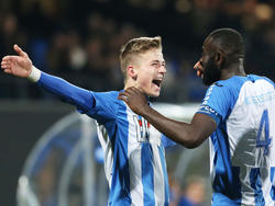 Dario Van den Buijs (l.) en Chiró N'Toko (r.) vieren een feestje tijdens het competitieduel FC Eindhoven - Telstar (26-02-2016).