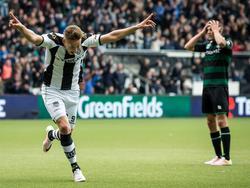 Paul Gladon kopt in de blessuretijd raak en zorgt er met zijn 2-1 voor dat Heracles Almelo en FC Groningen gaan verlengen. Een plek in de finale van de play-offs om een Europees ticket staat op het spel. (15-05-2016)