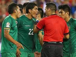 Los jugadores bolivianos en el partido contra Chile. (Foto: Getty)