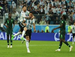 Marcos Rojo jubelt mit Lionel Messi