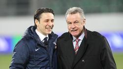 Ottmar Hitzfeld (r.) stärkt Bayern-Trainer Niko Kovac den Rücken