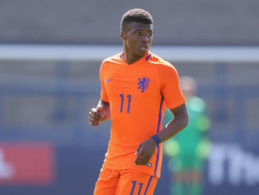 Javairô Dilrosun in actie namens Oranje u19 tegen Engeland u19. (01-09-2016)