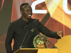 Sadio Mané freut sich über die Auszeichnung
