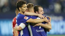 Der FC Schalke 04 hat einen späten Sieg bei Hannover 96 gefeiert