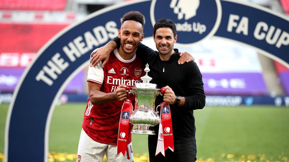 Mikel Arteta (r.) ist zuversichtlich, dass Pierre-Emerick Aubameyang bei Arsenal bleibt