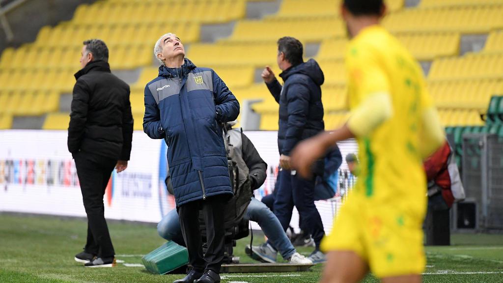 Raymond Domenech (2.v.l.) ist nicht mehr Trainer des FC Nantes