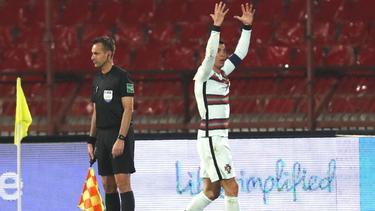 Cristiano Ronaldo gestikuliert nach dem nicht gegebenen Siegtreffer