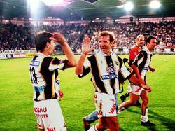 Günther und Popo 1997 nach einem Heimsieg gegen Rapid