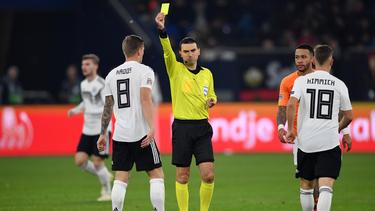 Ovidiu Hategan pfiff das Spiel trotz der tragischen Meldung zu Ende