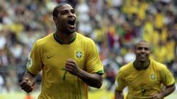 Adriano (l.) lässt sein Leben verfilmen