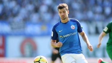Hansa Rostock stattet Julian Riedel mit einem neuen Vertrag aus