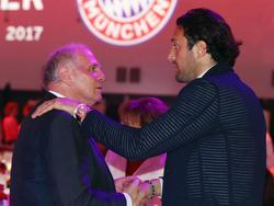 Luca Toni (re.) hat sich zur Lage beim FC Bayern geäußert