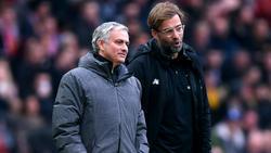 Jürgen Klopp (r.) spricht über José Mourinho (l.)
