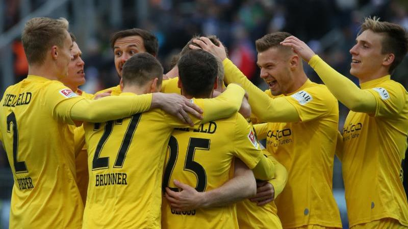 Bielefelds Spieler jubeln nach dem 2:0 in Darmstadt