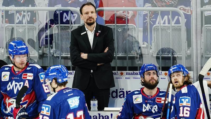 Das Ausscheiden des Titel-Top-Favoriten Adler Mannheim nagt an Trainer Pavel Gross