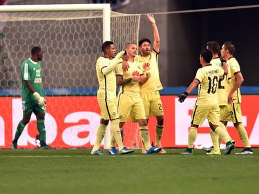 Los jugadores del América celebran el 0-1 del argentino Dario Benedetto. (Foto: Getty)