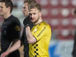 Melvin Platje heeft het moeilijk tegen Jong Ajax. VVV-Venlo verliest uiteindelijk met 4-0 in de Jupiler League. (01-12-2014)