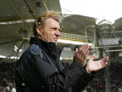 Ruud Krol staat als interim-trainer voor de groep van Ajax tijdens de wedstrijd Roda JC - Ajax. (27-02-2005)