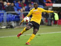 Nicolas Ngamaleu mit Blick auf den Ball