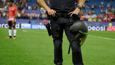 Die Polizei nahm 100 Anhänger von Lille in Gewahrsam