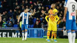 Wu (l.) erzielte ein spätes Tor gegen den FC Barcelona