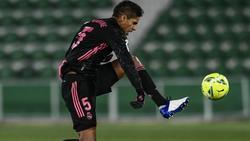 Steht vor dem Wechsel zu Manchester United: Real Madrids Raphael Varane in Aktion