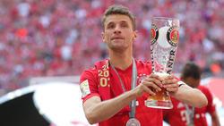 Thomas Müller stellt sich vor Trainer Niko Kovac